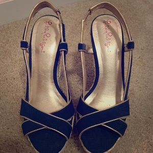 6a9179d8241 Lilly Pulitzer Navy and Gold Wedges